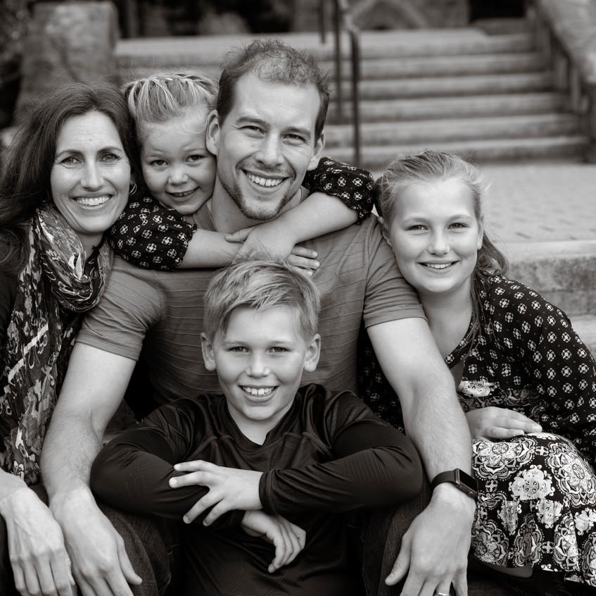 Family8bw