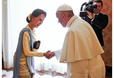 Cardeal do Mianmar defende Aung San Suu Kyi