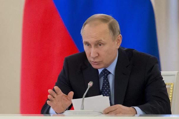 Defender a família é obrigação do chefe de Estado, diz Putin sobre lei que pune propaganda gay