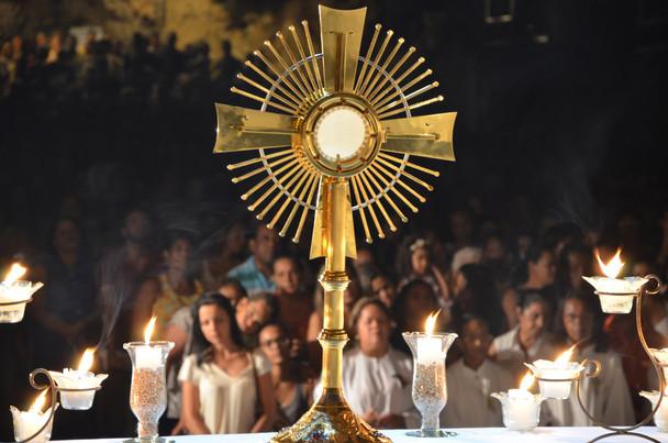 Por que preciso fazer adoração ao Santíssimo Sacramento?