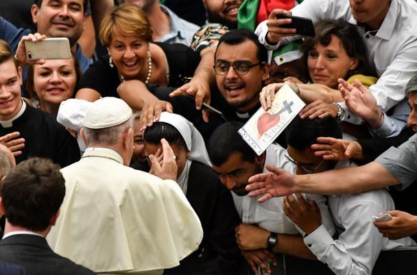 Papa Francisco: Os ídolos matam, o dinheiro rouba a vida e o prazer leva à solidão.