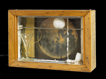 Joseph Cornell, Soap Bubble Set (Lunar-S