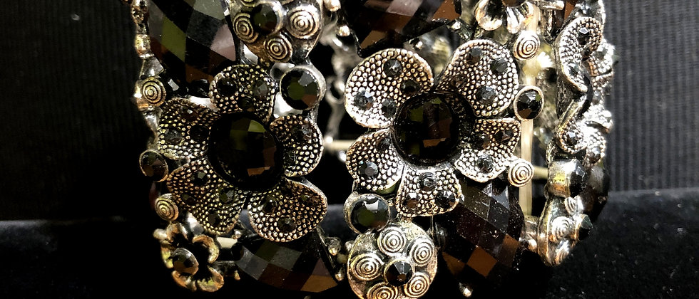Black and Antiquated Silver Flower Stretch Bracelet