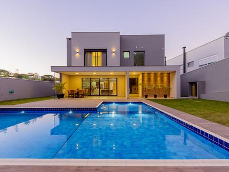 Mergulho deslumbrante! 5 ideias para piscinas em projetos arquitetônicos