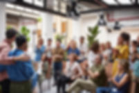 Heidenreich-Consulting: zufriedene Kunden, Dienstleistungen für unsere Kunden, Geschäftsleute applaudieren