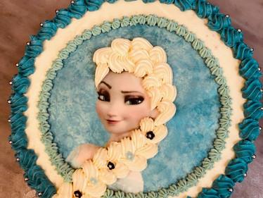 Elsa-Torte mit Creme und Esspapier.jpg