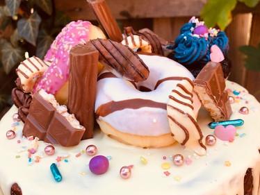 Torte mit Donuts und Schoki 1.jpg