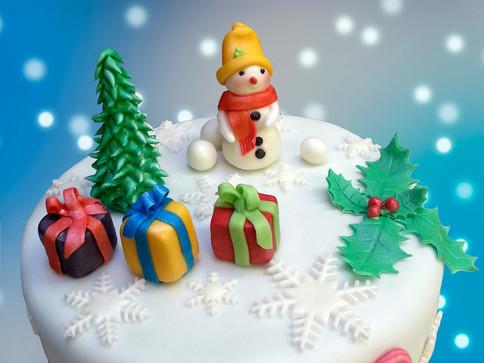 Weihnachtstorte mit Schneemann