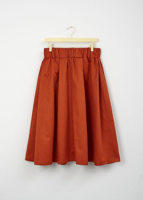 A • WIDE SKIRT _a twisted seam