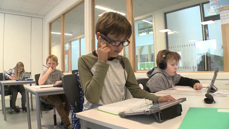 Se hvordan Rustad skole tilrettelegger for elever med nedsatt leseevne