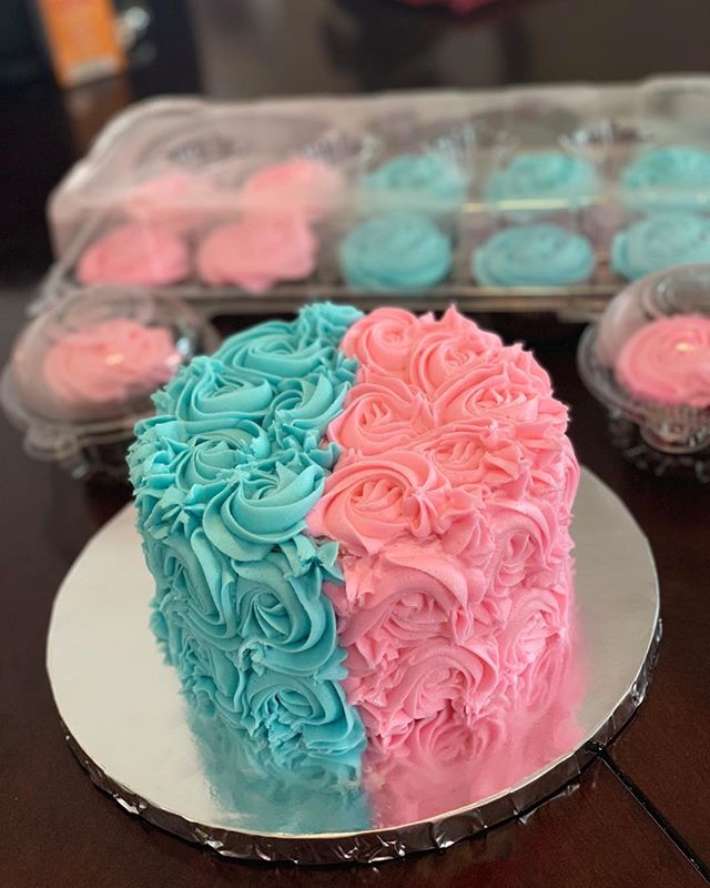 "6"" Baby gender reveal cake and cupcakes👶👧"