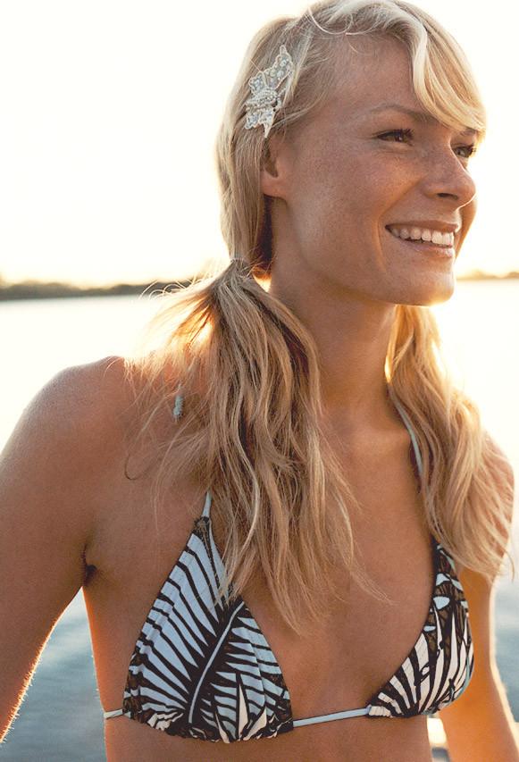הרמת חזה או הגדלת חזה? דוגמנית על שער מגזין