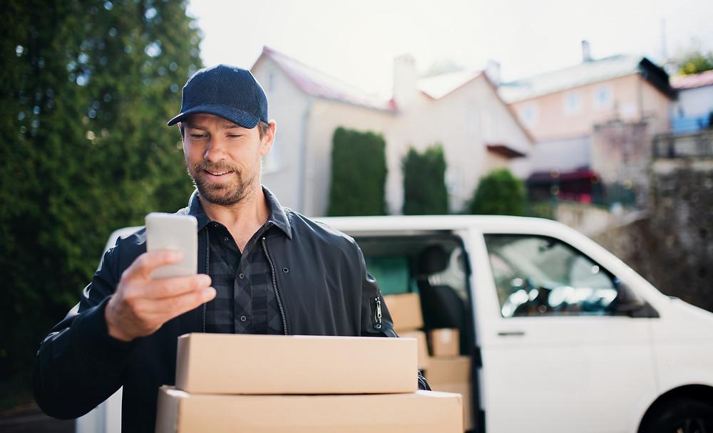 Delivery man using a transportation management app like Custella