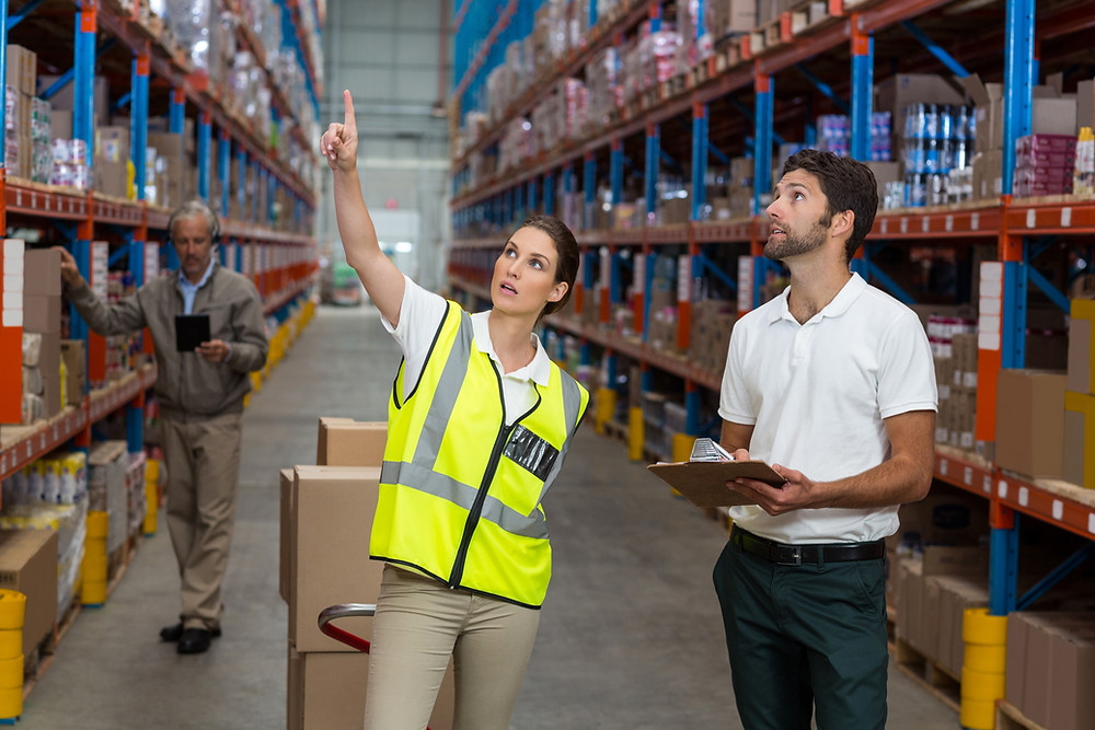Two warehouse workers using Custella for virtual, paperless inventory management
