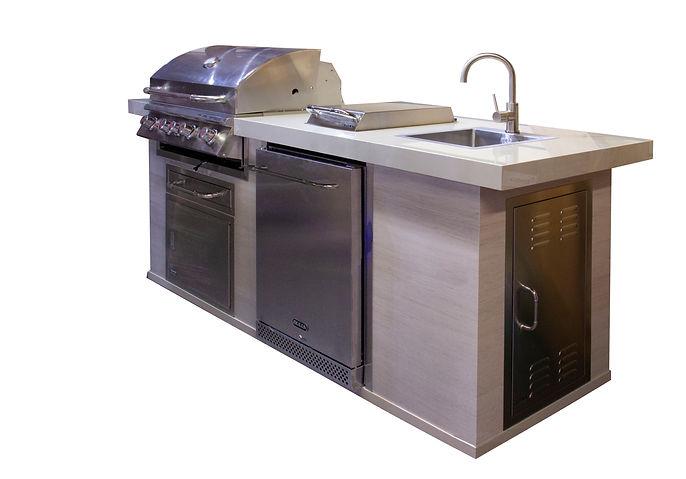 Georges Outdoor kitchen.jpg