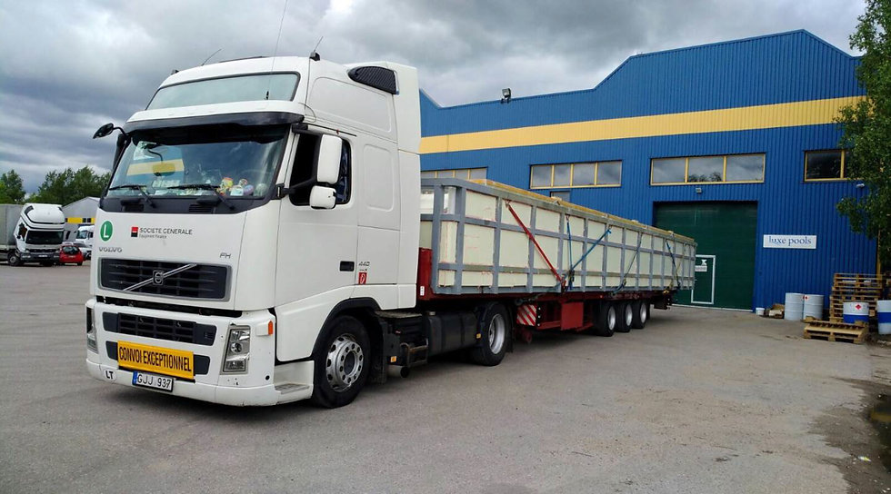 One piece on lorry.jpg