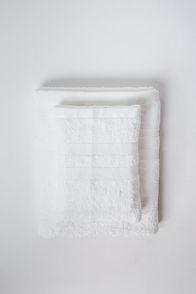 ผ้าขนหนูลักษ์ซัวรีสีขาว