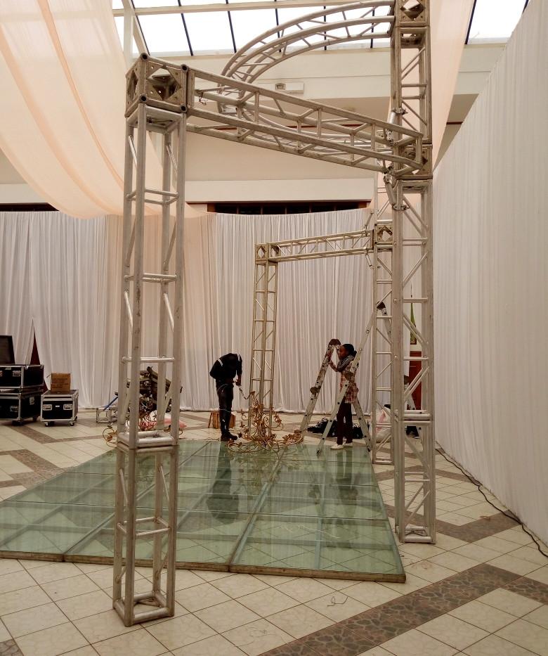 Glass Platform and Creative Truss Set-up