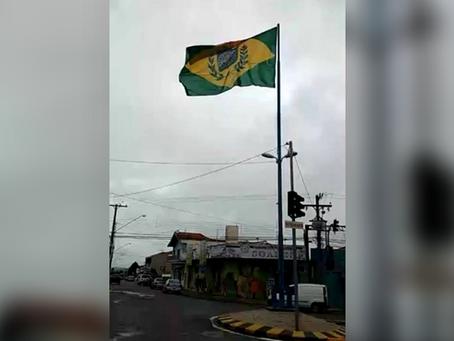 Bandeira do Império é impedida de ser hasteada em cidade paulista