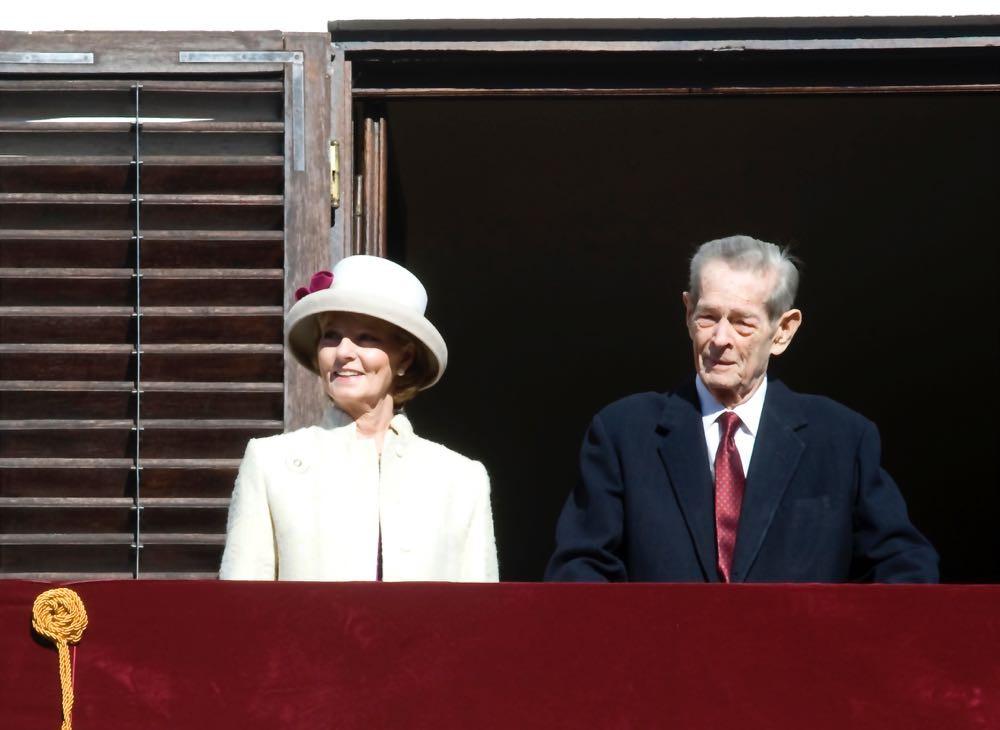 O Rei Miguel I ao lado de sua primogênita, a Princesa Herdeira Margarida da Romênia.