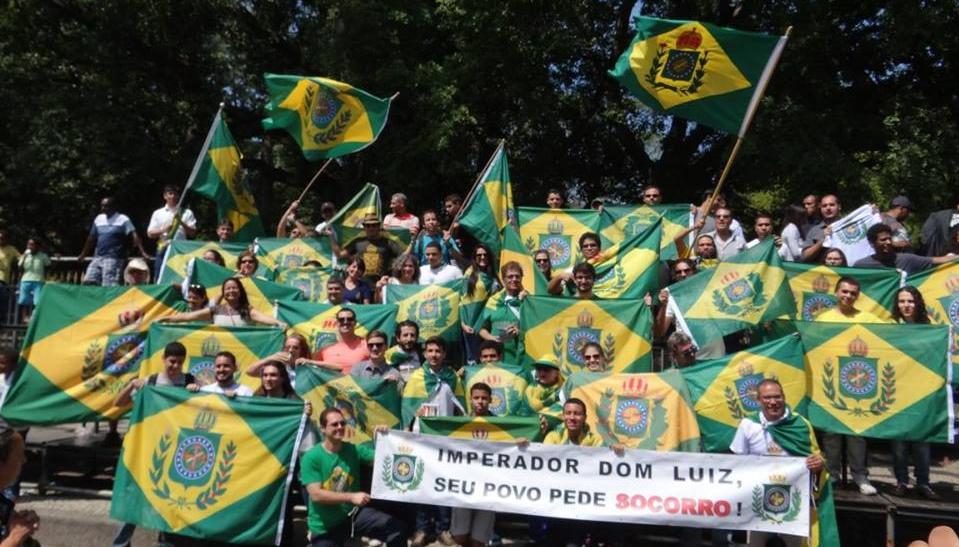 Monarquistas protestando no Rio de Janeiro no dia 7 de setembro de 2017.