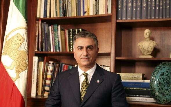 """Sua Alteza Imperial o Príncipe Herdeiro do Irã, Reza Pahlavi: """"Estou com vocês agora e estarei sempre"""" (Reprodução/Google)"""