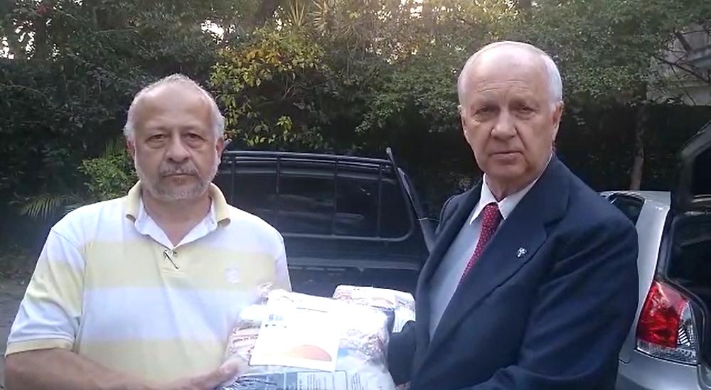 Dom Bertrand doa cestas básicas a famílias carentes da cidade de São Paulo