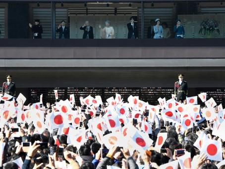 Aniversário do Imperador do Japão atrai multidão recorde
