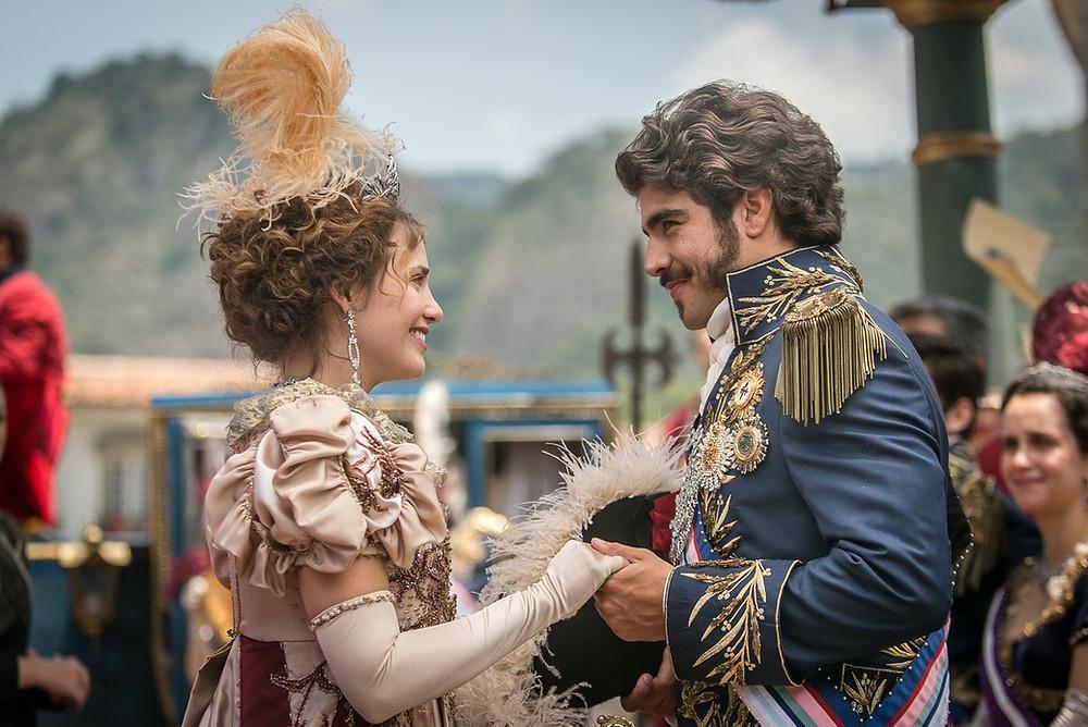 Os atores Letícia Colin, como Dona Leopoldina,e Caio Castro, como Dom Pedro I,em cena da novelaNovo Mundo