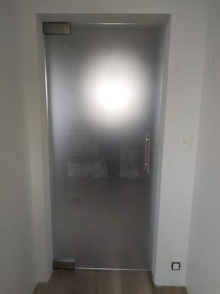 Glazen deur gezuurd