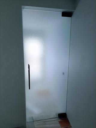 Glazen deur in crepi glas