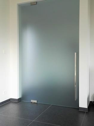Helder gezuurde glazen deur