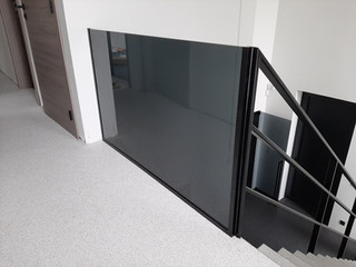Balustrade in grijs glas