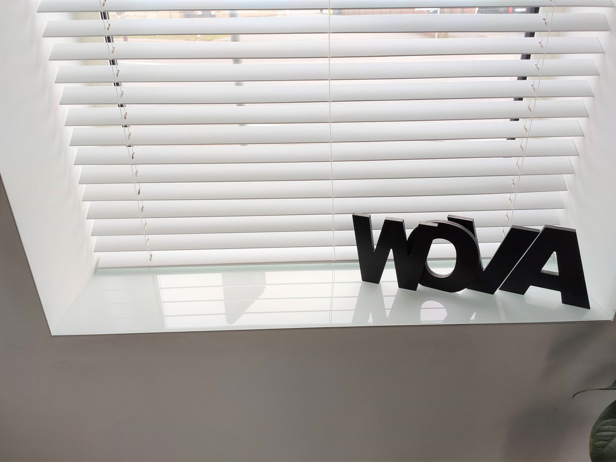 Glazen venstertabletten in RAL 9003