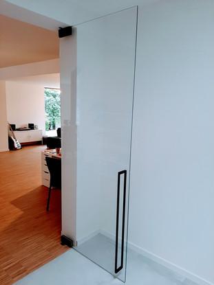 Glazen deur in extra klaar gehard glas
