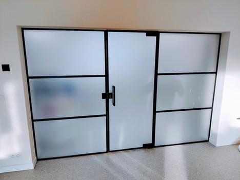 Steellook glazen deur met vaste zijpanel