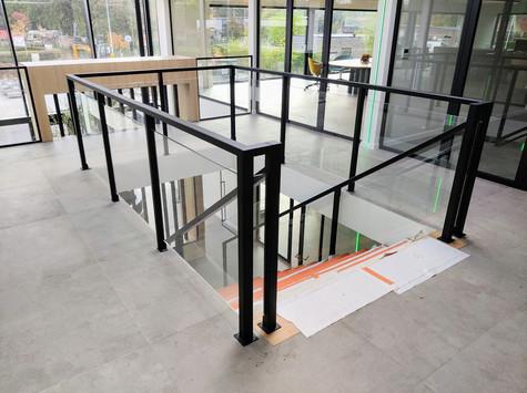 Stalen balustrade met glas
