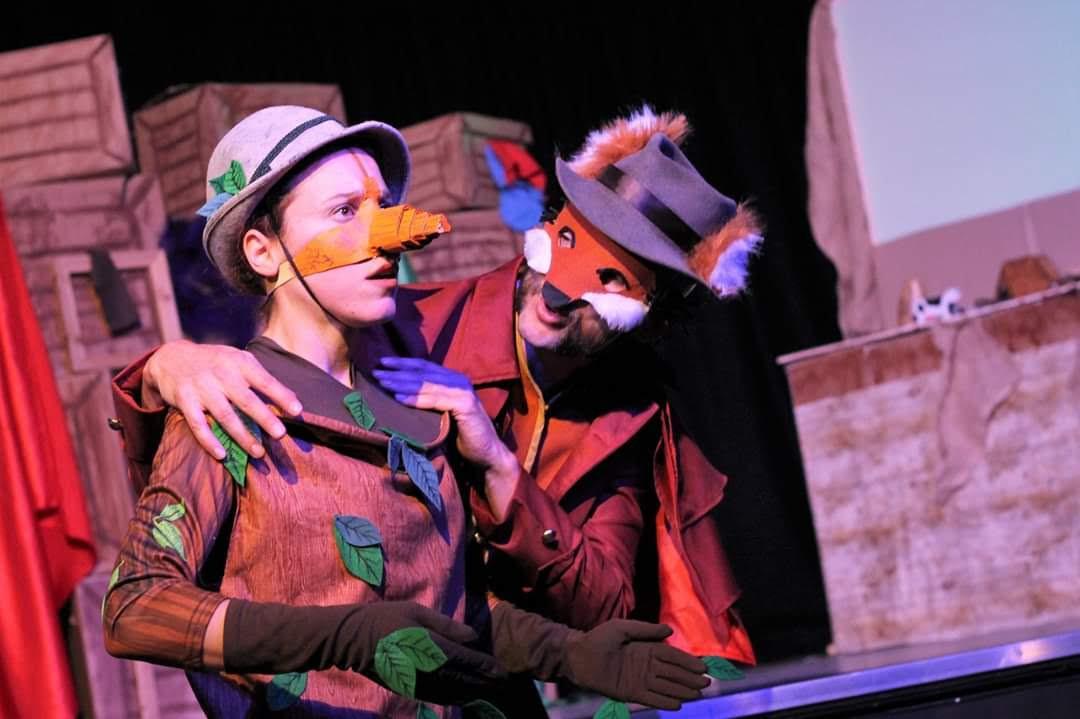 Pinocchio (Valeria Iacampo) and Fox (Hjalmar Norden)