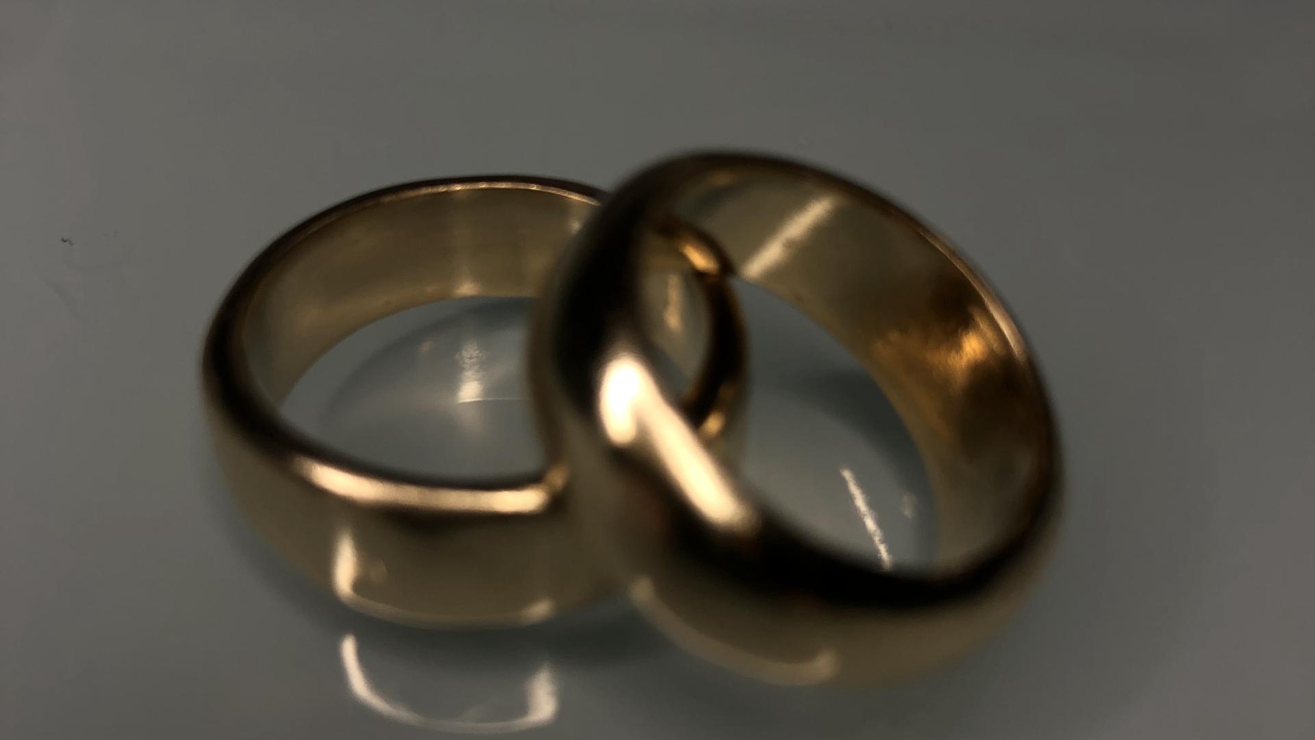 Custom wedding bands in 18k yellow gold