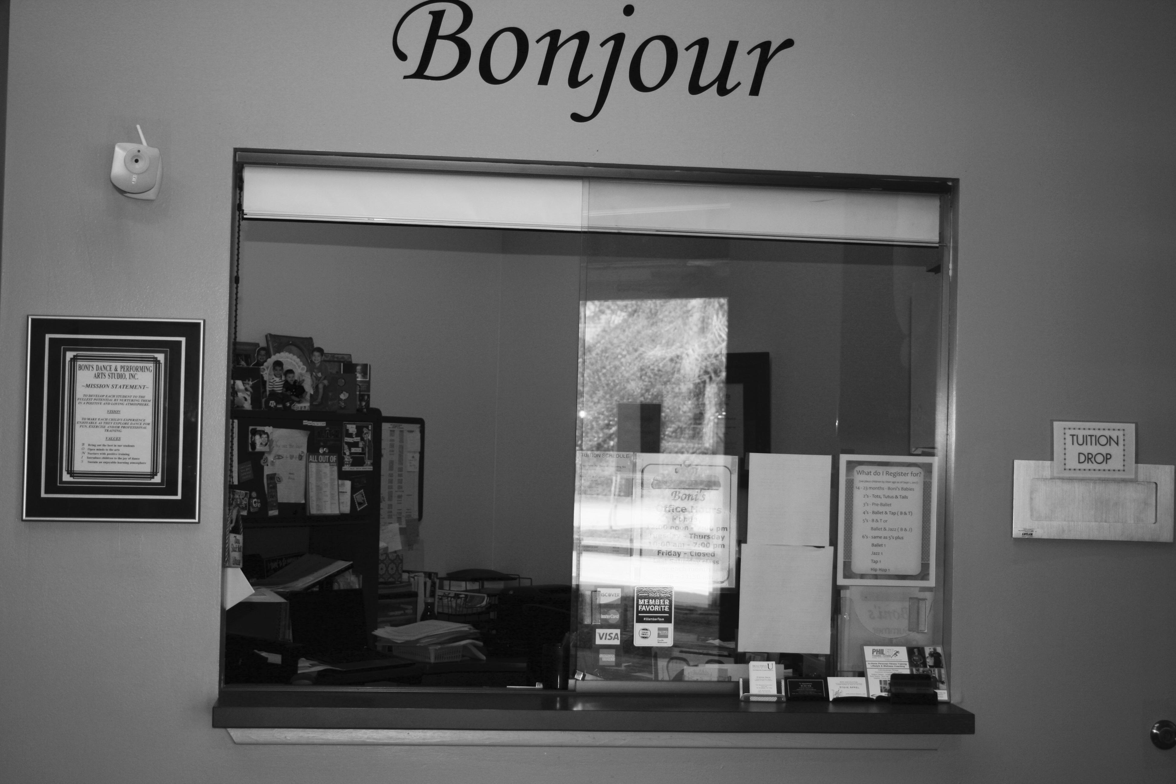 Boni's I - Front Office