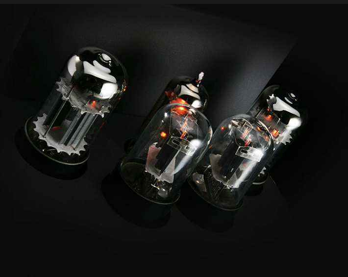 Quad Tube Amplifier - Tube Close Up