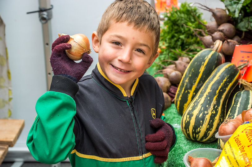 JW MW Very young fruit and veg seller.jp