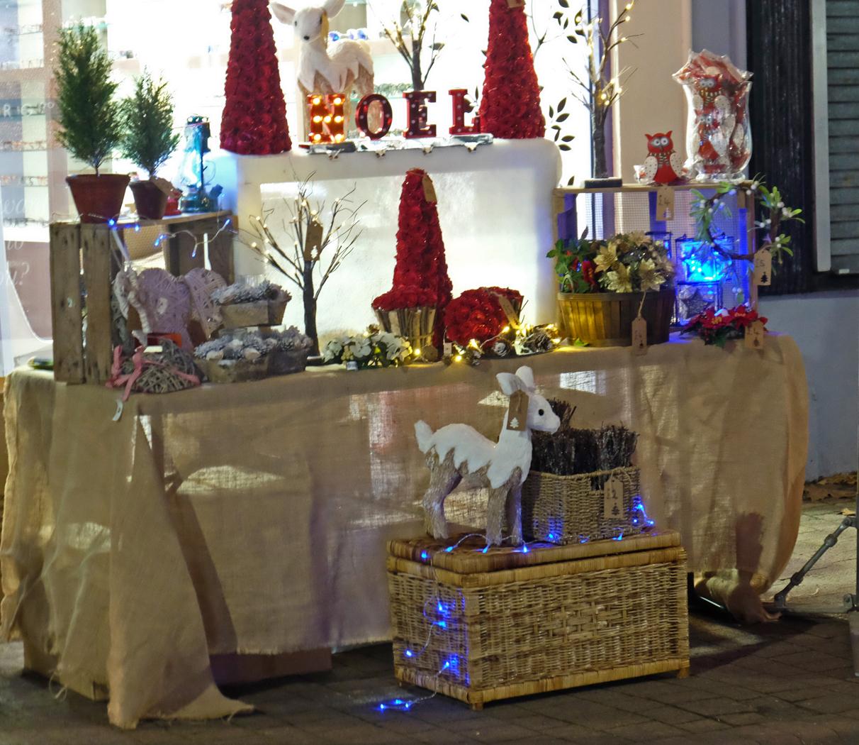 44 Christmas shop_Ann Belcher