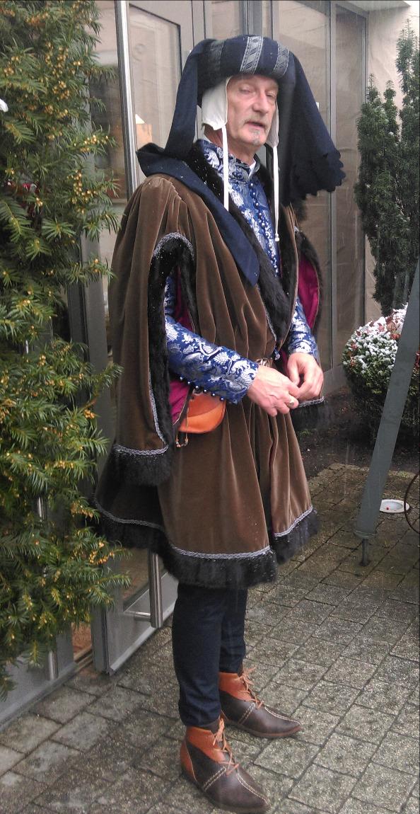 Kostbare Spätmittelalter-Robe