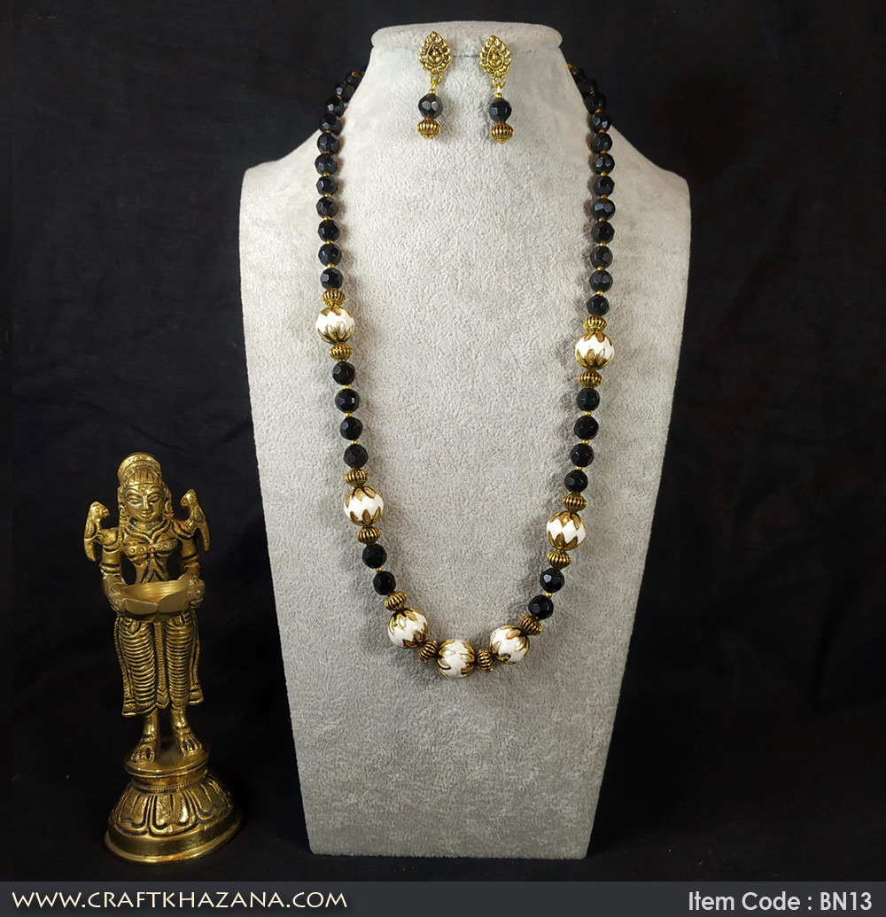 black-gold-semiprecious-necklace3.jpg