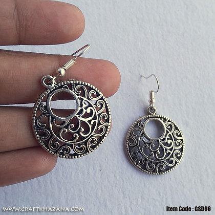 Siena, circular shape metal dangler earring
