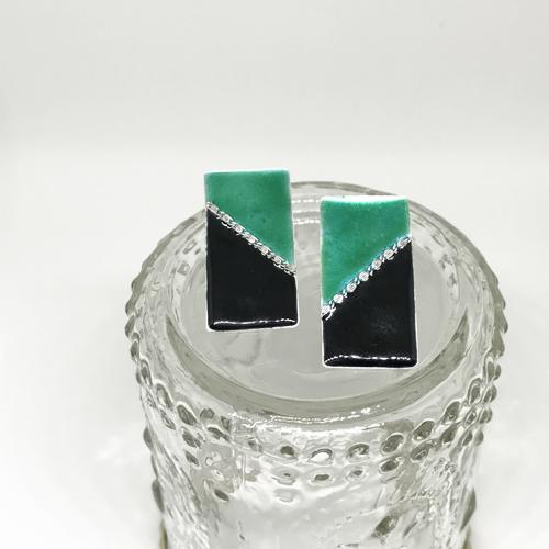 rectangle pierced earrings_green