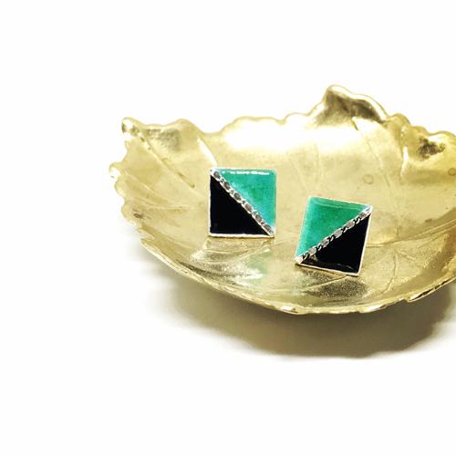 square pierced earrings_green