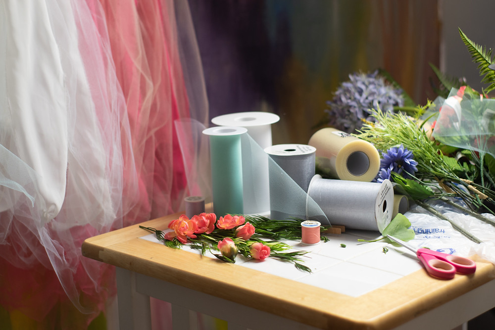 craft table with tulle and flowers