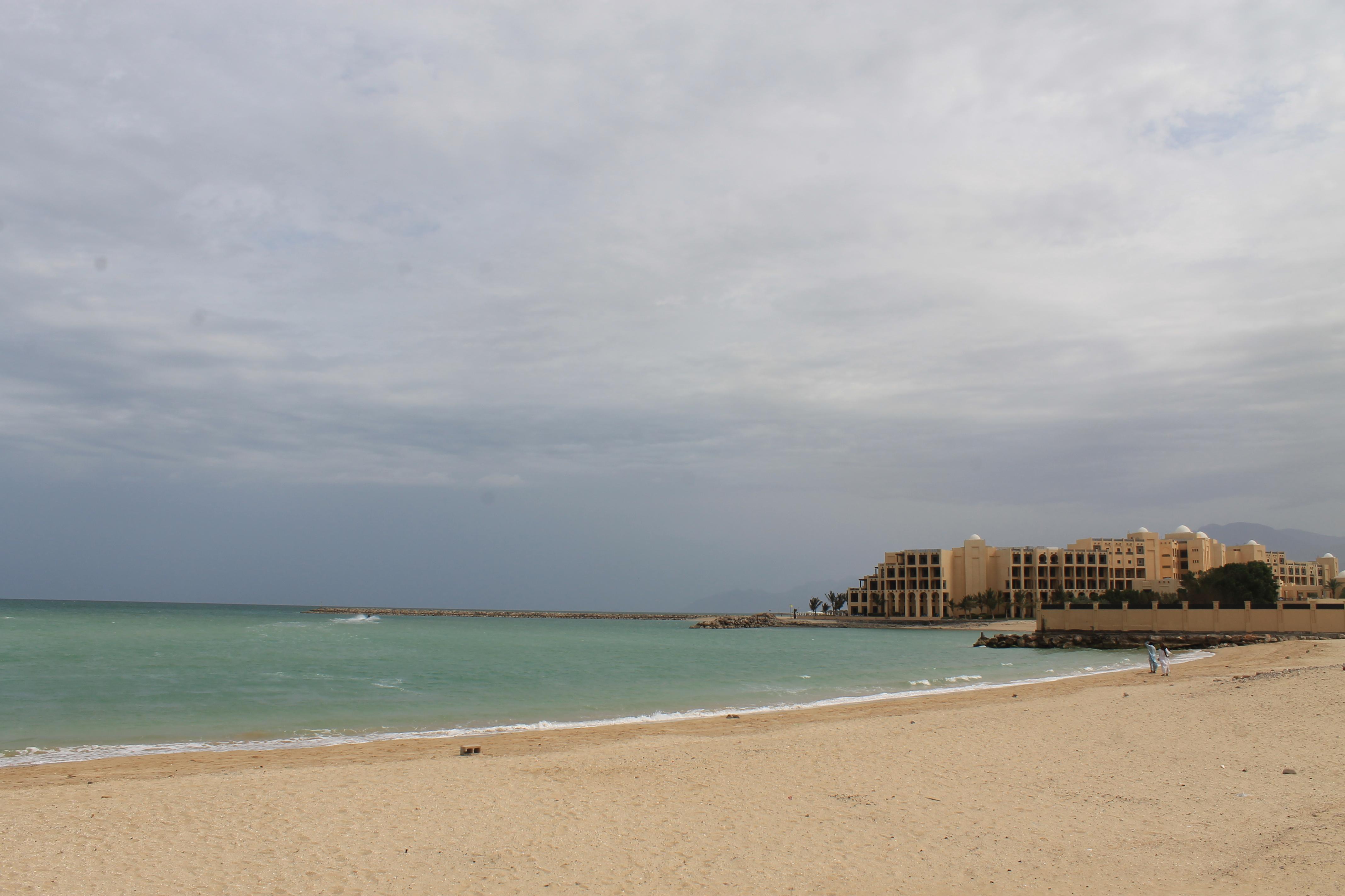 Общественный пляж около отеля Hilton